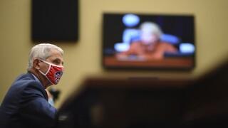 Κορωνοϊός: Επιφυλακτικός ο «Τσιόδρας των ΗΠΑ» απέναντι στα εμβόλια Κίνας - Ρωσίας