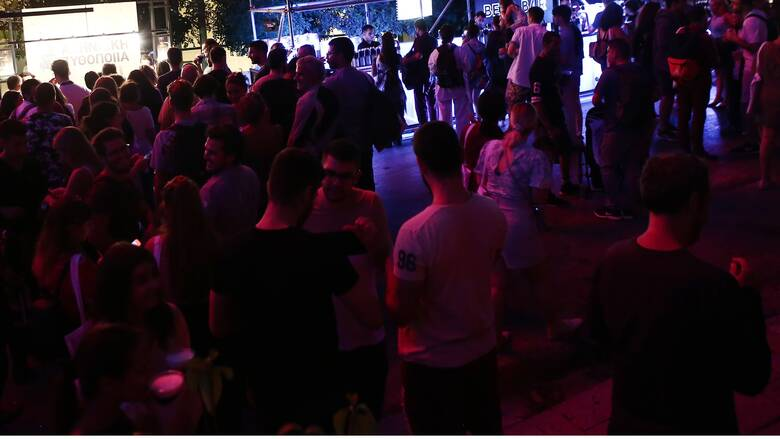 Κορωνοϊός: Πάρτι... συνωστισμού σε κλαμπ στην Εύβοια