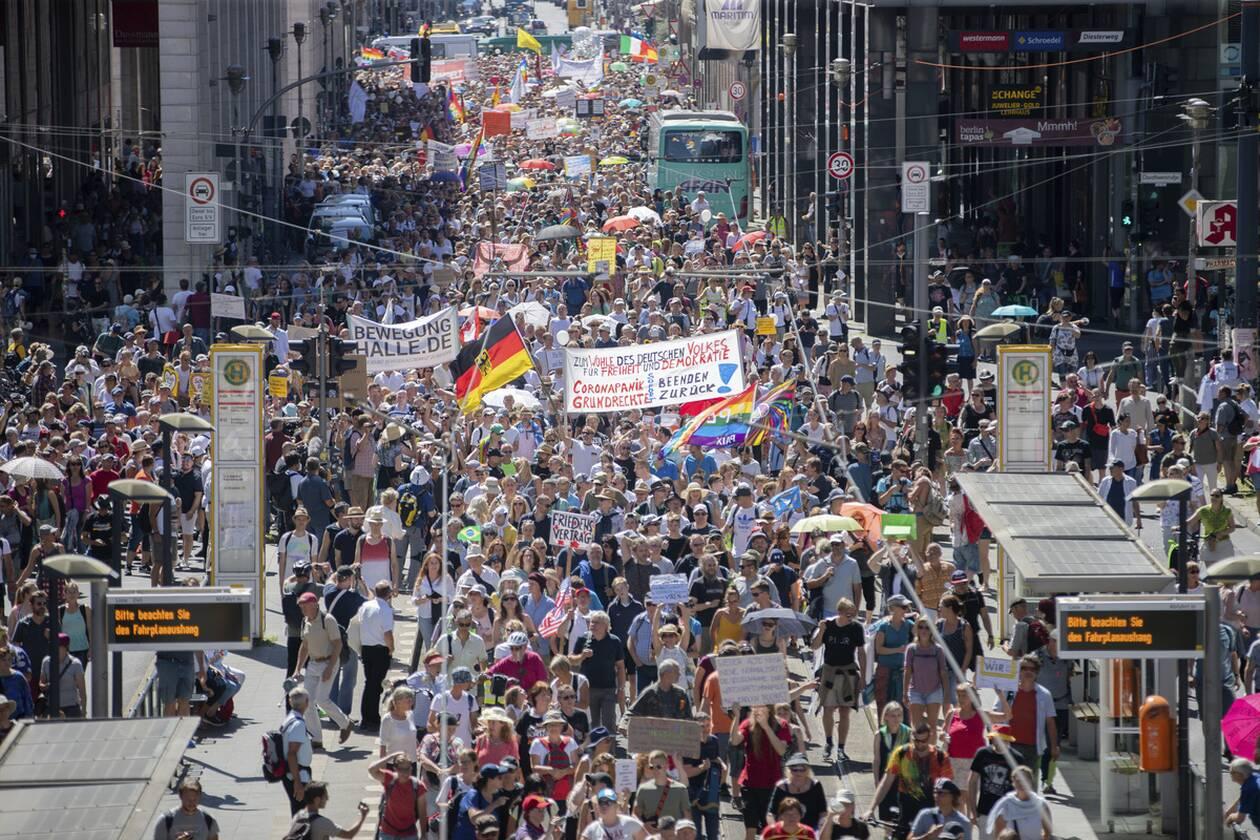 https://cdn.cnngreece.gr/media/news/2020/08/01/229310/photos/snapshot/berlin_diadilosi-9.jpg