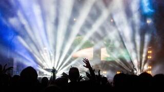 Κορωνοϊός: Νέες συλλήψεις στη Μύκονο για πάρτι συνωστισμού