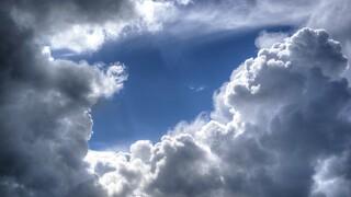 Καιρός: Υψηλές θερμοκρασίες αλλά και μπουρίνια την Κυριακή