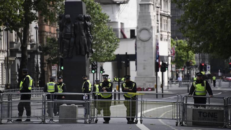 Σάλος στη Βρετανία: Συνελήφθη πρώην υπουργός των Συντηρητικών για βιασμό