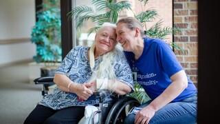 Πώς ο κορωνοϊός ένωσε δύο αδελφές που είχαν να συναντηθούν 50 χρόνια