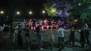 Χανιά: Σύλληψη σε μουσική εκδήλωση - Είχαν σηκωθεί στην πίστα και χόρευαν
