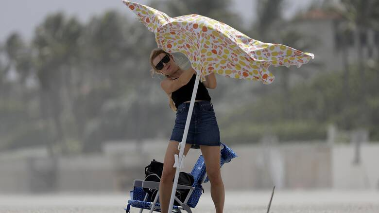ΗΠΑ: Η τροπική καταιγίδα «Ησαΐας» φτάνει στην Φλόριντα
