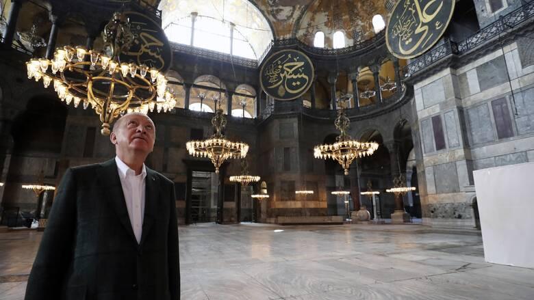 Τουρκική δημοσκόπηση: Βυθίζεται η δημοφιλία Ερντογάν – Αδιάφοροι οι πολίτες για την Αγία Σοφία