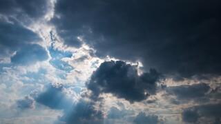Καιρός: Υψηλές θερμοκρασίες τη Δευτέρα - Δείτε πού θα βρέξει