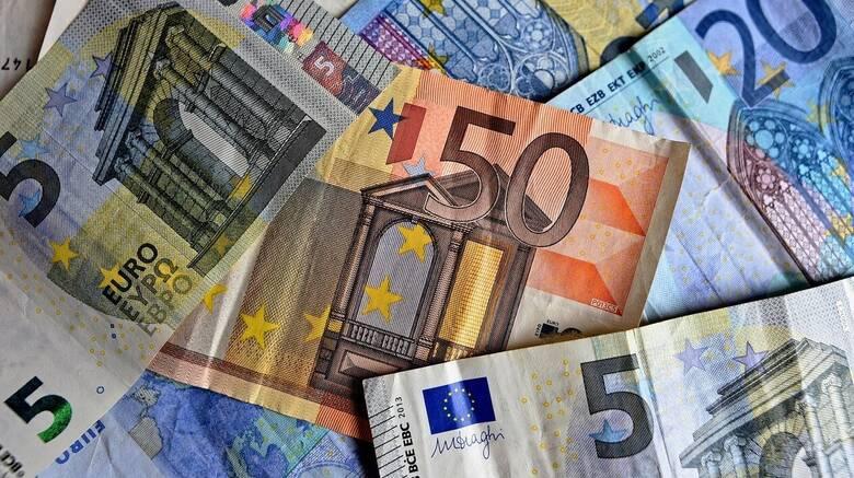 Συνταξιούχοι δημοσίου - απόστρατοι: Ποιοι δικαιούνται αναδρομικά και πόσα θα πάρουν