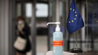 Κομισιόν: Η ΕΕ συνεργάζεται με τα κράτη - μέλη ώστε να διασφαλιστεί μία συντονισμένη προσέγγιση
