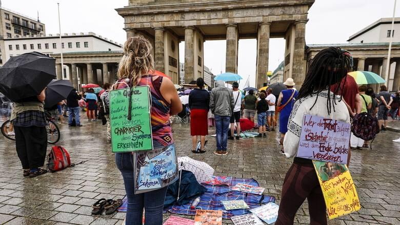 Κορωνοϊός - Γερμανία: Η κυβέρνηση καταδικάζει τις διαδηλώσεις ενάντια στα μέτρα προστασίας