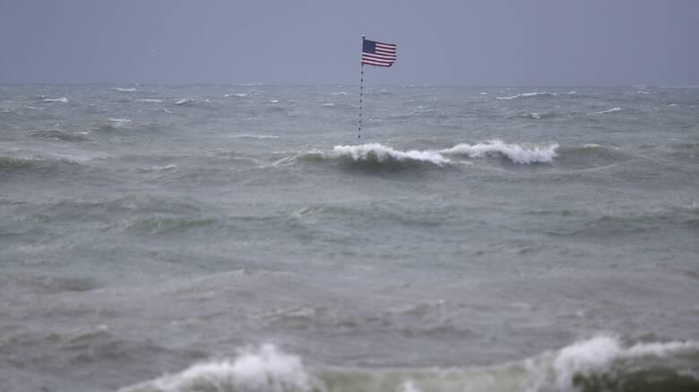 Ο τυφώνας Ησαΐας απειλεί Βόρεια και Νότια Καρολίνα - Ριπές ανέμου 140 χιλιομέτρων την ώρα