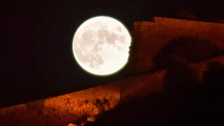 Αυγουστιάτικη πανσέληνος: Εντυπωσιακές εικόνες από το φετινό «Φεγγάρι του Οξύρρυγχου»