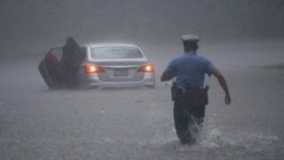 «Σαρώνει» τις ΗΠΑ η τροπική καταιγίδα Ησαΐας: Έναν νεκρός και εκτεταμένες καταστροφές