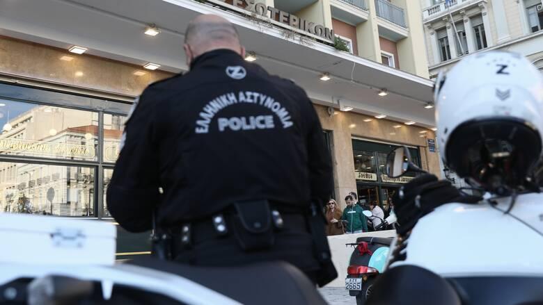 Αγώνας δρόμου για κάμερες στις στολές των αστυνομικών μέχρι τη ΔΕΘ