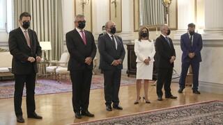 Αποστάσεις και μάσκες στην ορκωμοσία των νέων μελών της κυβέρνησης