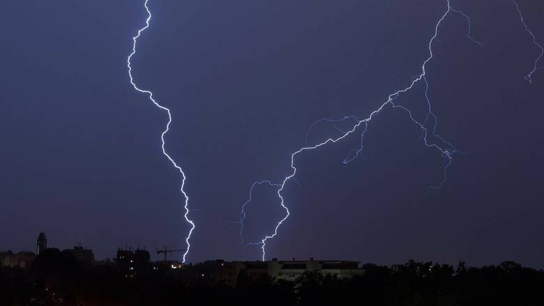 Κακοκαιρία «Θάλεια»: Βροχές, καταιγίδες και πτώση της θερμοκρασίας την Πέμπτη