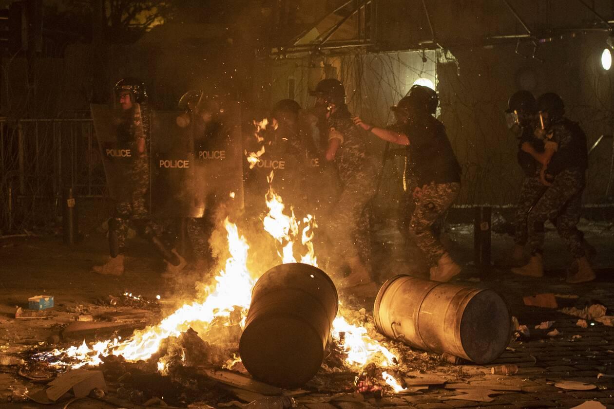 https://cdn.cnngreece.gr/media/news/2020/08/07/229905/photos/snapshot/beirut_protests-7.jpg