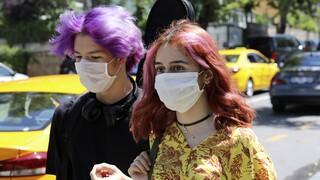 Έρευνα προειδοποιεί: Οι ασυμπτωματικοί νέοι με κορωνοϊό είναι εξίσου μολυσματικοί
