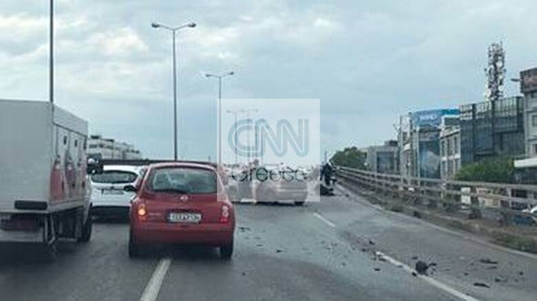 Τροχαίο στην Αθηνών-Λαμίας: Μηχανή «καρθώθηκε» στα κιγκλιδώματα