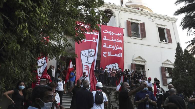 Έκρηξη στον Λίβανο: Έφοδος διαδηλωτών στο ΥΠΕΞ - Ακούστηκαν πυροβολισμοί