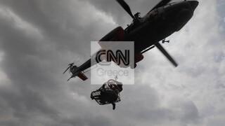 «Μάχη» με τα βροχόνερα και τις λάσπες: Καρέ – καρέ οι επιχειρήσεις διάσωσης στην Εύβοια