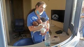 Βηρυτός: «Θα το ξανάκανα χωρίς δεύτερη σκέψη» λέει η νοσοκόμα που έσωσε τρία νεογνά