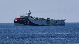 Oruc Reis: «Έφτασε στο σημείο των ερευνών» συνοδεία πολεμικών πλοίων