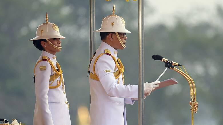 Ταϊλάνδη: Ο βασιλιάς λείπει συνέχεια και οι φοιτητές διαδηλώνουν εναντίον του