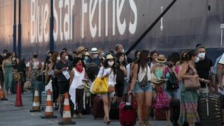 Κορωνοϊός: Η «έκρηξη» κρουσμάτων φέρνει σκέψεις για ακόμη αυστηρότερα μέτρα