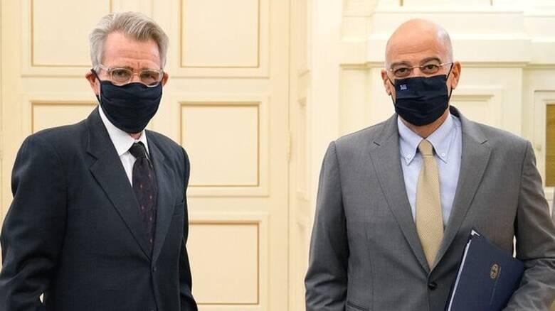 Διπλωματικός «πυρετός»: Συνάντηση Δένδια – Πάιατ για τις τουρκικές προκλήσεις