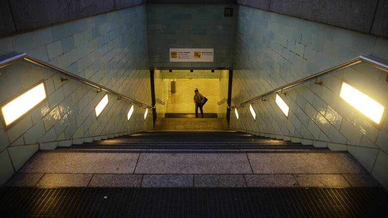 Βερολίνο: Νεαροί μετέτρεψαν τραμ και μετρό σε... κλαμπ