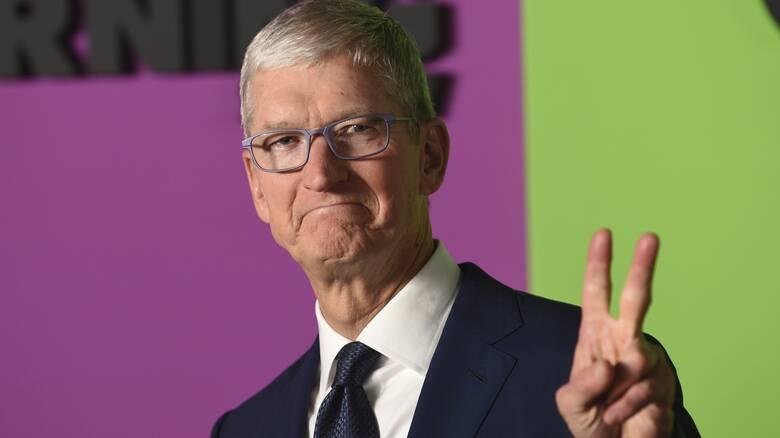 Τιμ Κουκ: Το μεγάλο αφεντικό της Apple μπήκε στο κλαμπ των δισεκατομμυριούχων