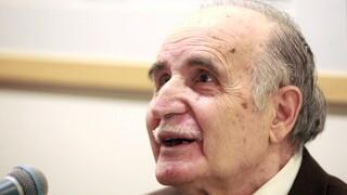 Ντίνος Χριστιανόπουλος: Τα μηνύματα του πολιτικού κόσμου για το θάνατο του σπουδαίου ποιητή