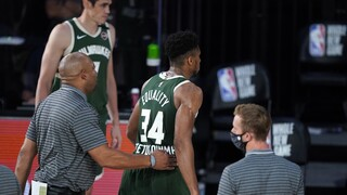 NBA: Μπελάδες για τον Αντετοκούνμπο μετά από κουτουλιά σε αντίπαλο