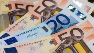 Πτώση 15% στα έσοδα από φόρους τον Ιούλιο