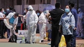 Κορωνοϊός – Κίνα: Εντοπίστηκαν ίχνη του ιού σε συσκευασίες γαρίδων από τον Ισημερινό