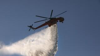 Ανεξέλεγκτη η φωτιά στην Ικαρία: Ενισχύονται οι δυνάμεις, εκκενώνονται οικισμοί