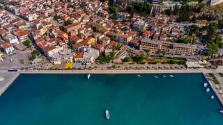 Ναύπλιο: Επιχειρηματίας πήδηξε στη θάλασσα όταν του επιβλήθηκε πρόστιμο για μη τήρηση μέτρων