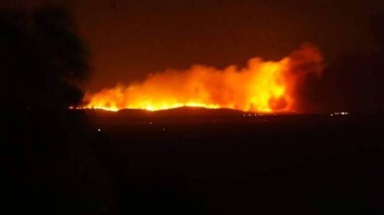 Μεγάλη φωτιά στα τουρκικά παράλια στον Τσεσμέ: Ορατή και από τη Χίο