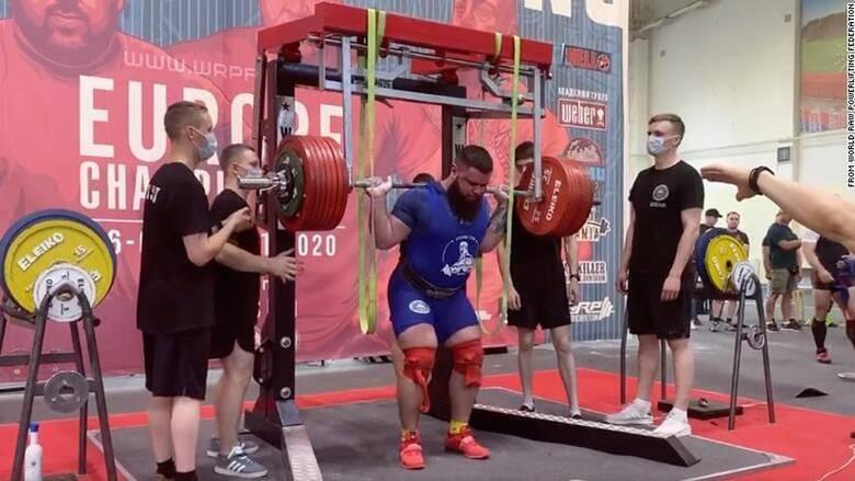 Ρώσος αρσιβαρίστας «σπάει» και τα δύο του γόνατα προσπαθώντας να σηκώσει 400 κιλά