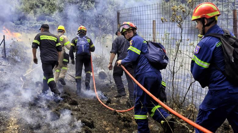 Μεγάλη φωτιά κοντά σε χωριό στη Νάξο
