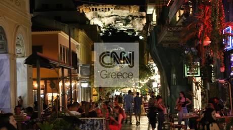 Κοσμοσυρροή στα μπαρ της Αθήνας λίγες ώρες πριν την επιβολή της απαγόρευσης