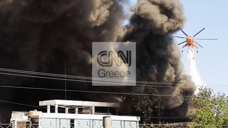 Φωτιά σε εργοστάσιο στη Μεταμόρφωση: Τοξικός καπνός κάλυψε τον ουρανό της Αττικής