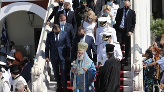 «Η Ελλάδα δεν λυγίζει» - Στην Τήνο για τον εορτασμό της Παναγίας και την «Έλλη» ο Παναγιωτόπουλος