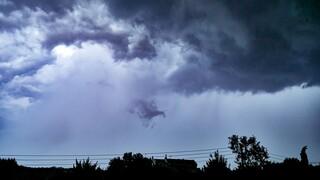 Καιρός: Πού αναμένονται βροχές και καταιγίδες την Κυριακή