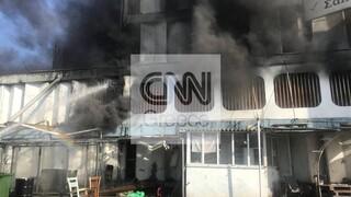 Φωτιά στη Μεταμόρφωση: Ολονύχτια «μάχη» της Πυροσβεστικής - Ανησυχεί ο τοξικός καπνός