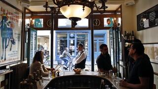 Γαλλία: Πελάτης μπαρ μαχαίρωσε στο μάτι φύλακα που του ζήτησε να βάλει μάσκα
