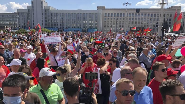 Λευκορωσία: Αντι-διαδήλωση οπαδών του Λουκασένκο λίγο πριν τη νέα αντικυβερνητική κινητοποίηση