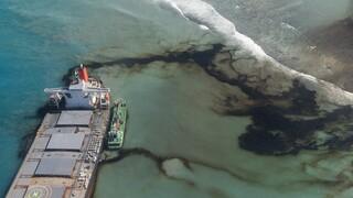 Μαυρίκιος: Κόπηκε στα δύο το φορτηγό πλοίο που είχε προσαράξει σε ύφαλο