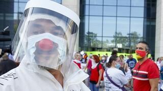 Βρυξέλλες: Διαδήλωση από αντι-εμβολιαστές
